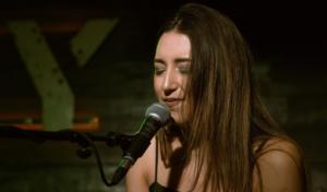Neela: «No sabía cantar bien, pero estaba empeñada en hacerlo»