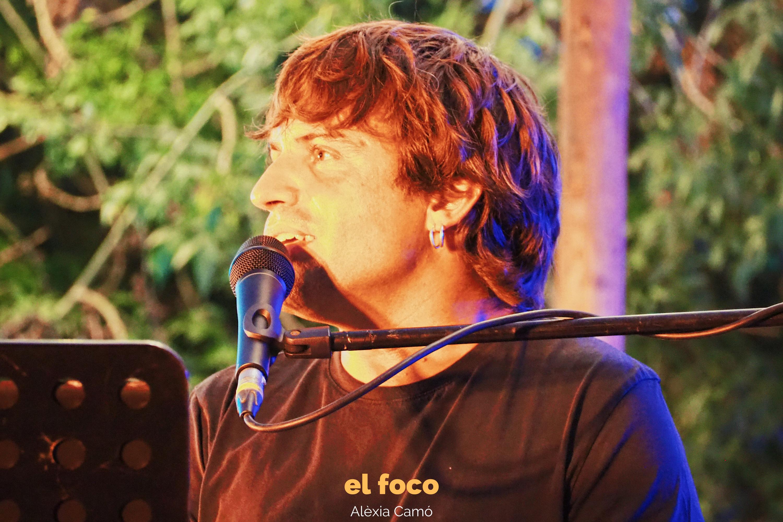 Manu Guix lo dio todo durante su concierto en La Santa Market. | Fuente: Alèxia Camó