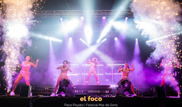 Lola Índigo y su elenco de bailarinas triunfan en Mar de Sons