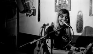 Julia Calatayud : «Si tuviera que definir mi canción 'Madrid' con una palabra sería verdad»