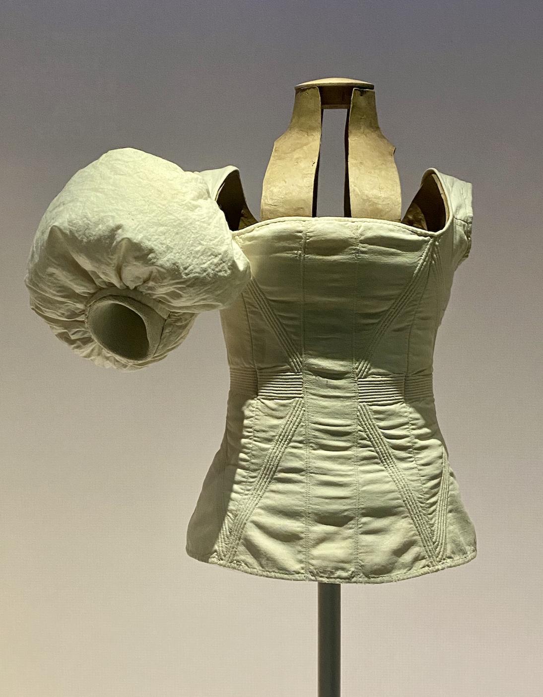 El vestido hincha el cuerpo para que parezca que la mujer flote.   Fuente: Rubén Navarro