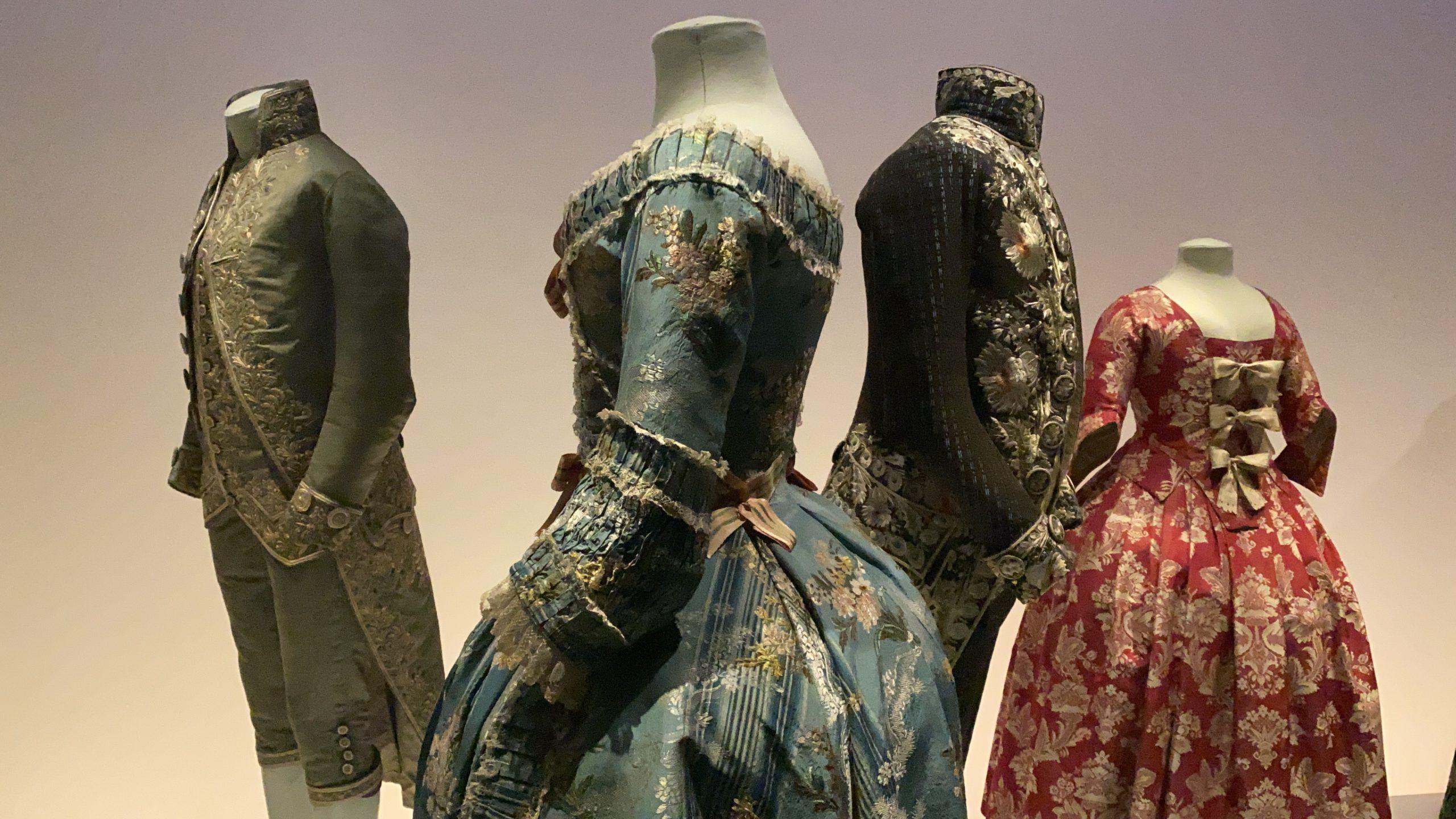 Se utilizan estructuras en el interior del vestido para darle volumen al mismo.   Fuente: Rubén Navarro