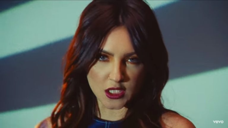 Julia Michaels presenta el videoclip de 'Lie Like This'