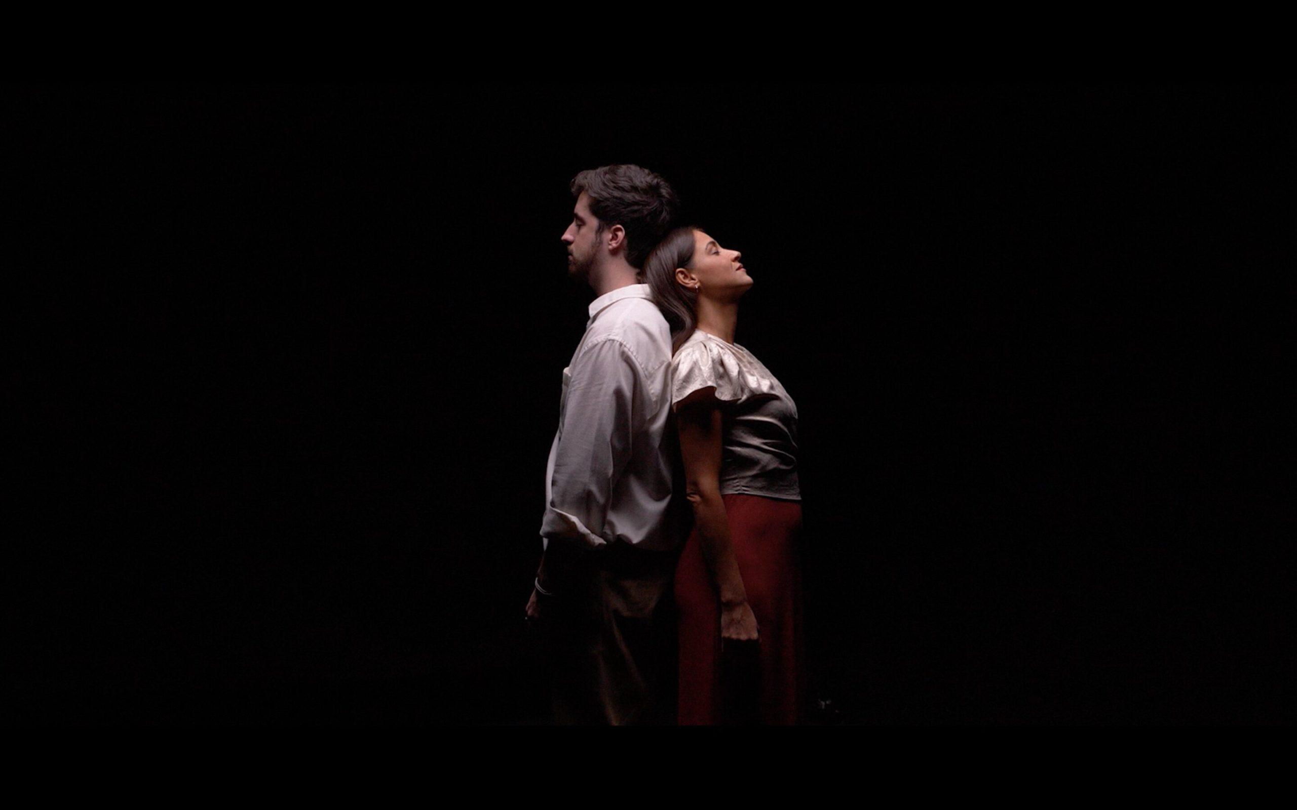 """Alex Wall y Georgina durante el videoclip de """"7 Noches""""."""