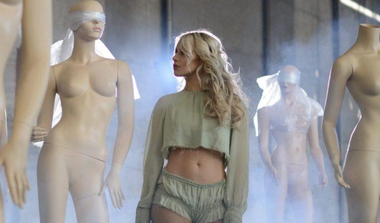 Lucía Gil regresa liberándose con 'PLÁSTICO' su nuevo single