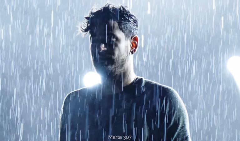 Cepeda cantó bajo la lluvia en Avilés