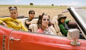 Natalia Lacunza y Cariño se unen en 'Modo avión' para poner el broche final al verano
