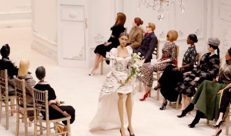 Las marionetas son las nuevas modelos del desfile de Moschino