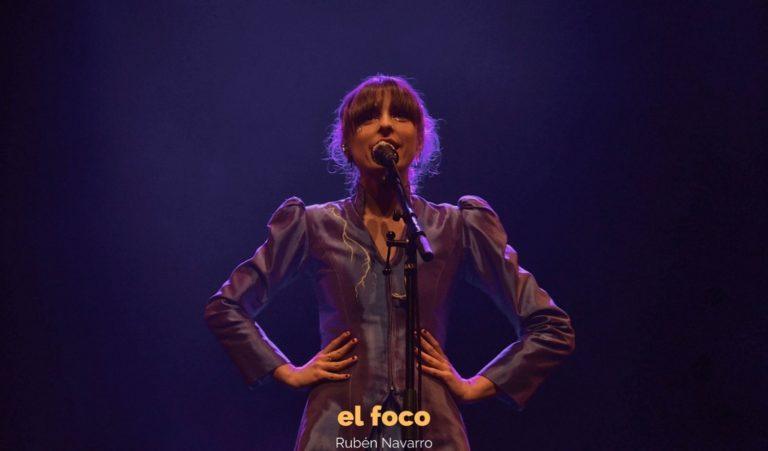Chica Sobresalto enamora Barcelona