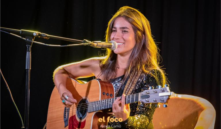Julia Medina canta, cuenta y firma 'Epicentro' en la Sala Apolo